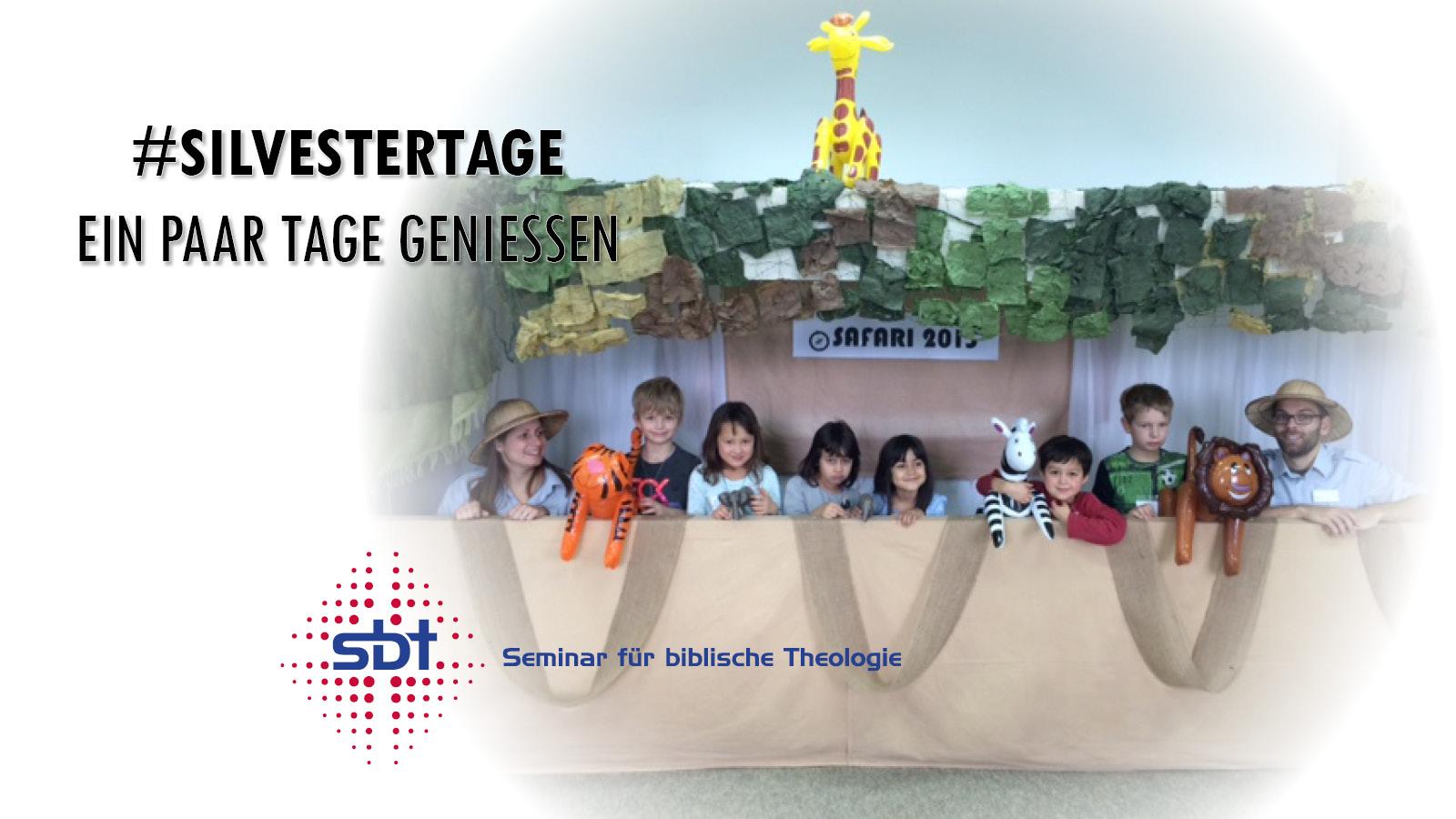 Kinder im Dschungel während Kinderprogramm