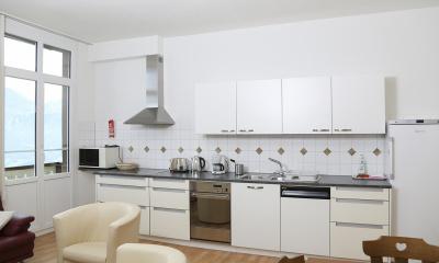 Large eat-in kitchen (dishwasher)
